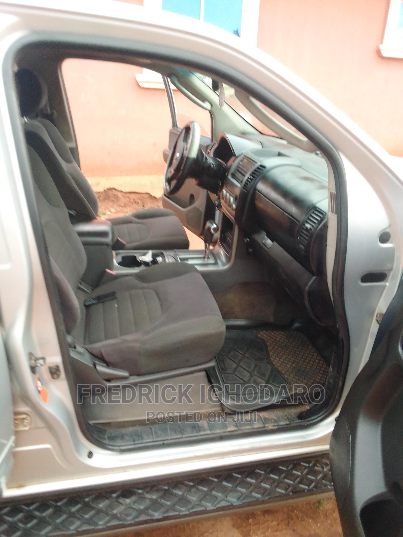 Archive: Nissan Pathfinder 2005 SE Silver