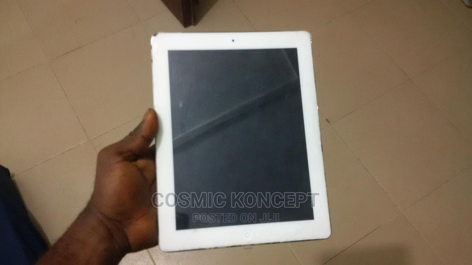 Archive: Apple iPad 2 Wi-Fi + 3G 32 GB Gray