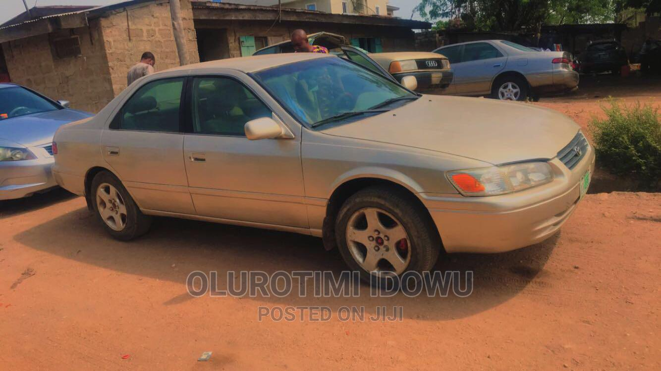Toyota Camry 2001 Gold