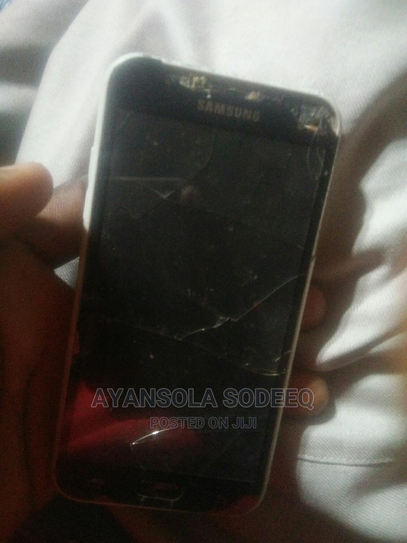 Archive: Samsung Galaxy J5 16 GB Black