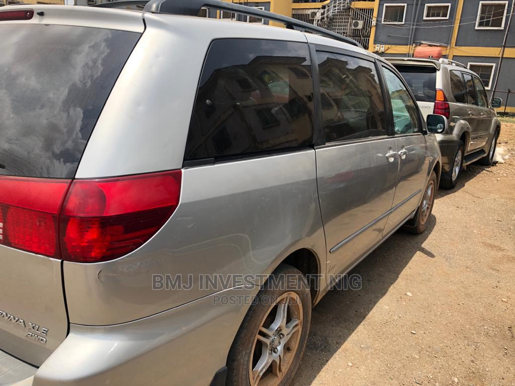 Archive: Toyota Sienna 2005 XLE Limited AWD Silver