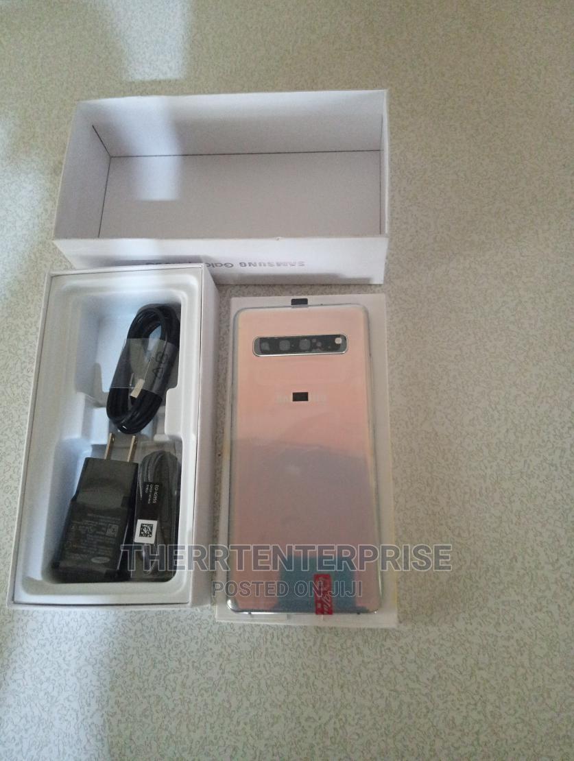 New Samsung Galaxy S10 5G 256 GB Silver