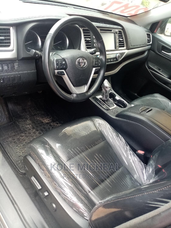 Archive: Toyota Highlander 2017 Gray