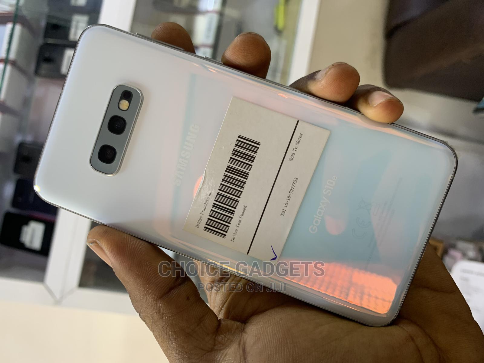 Samsung Galaxy S10e 128 GB White