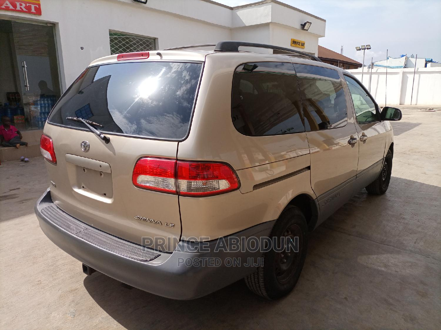 Toyota Sienna 2002 LE Gold