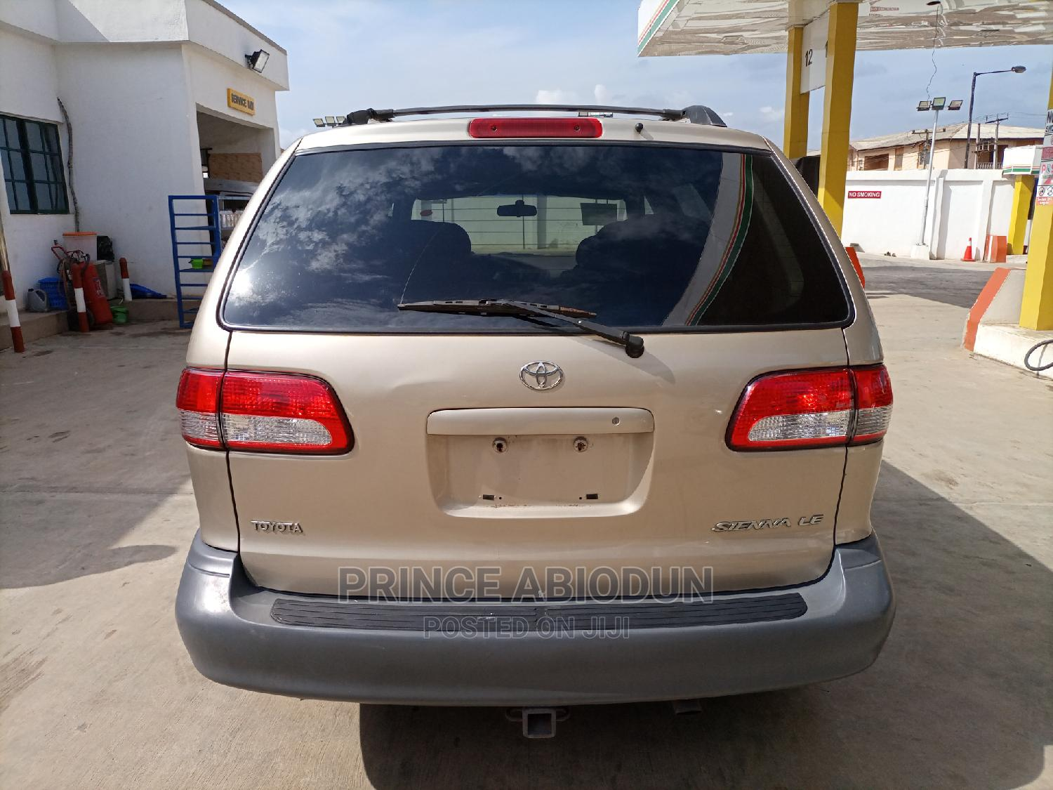 Toyota Sienna 2002 LE Gold | Cars for sale in Ikotun/Igando, Lagos State, Nigeria
