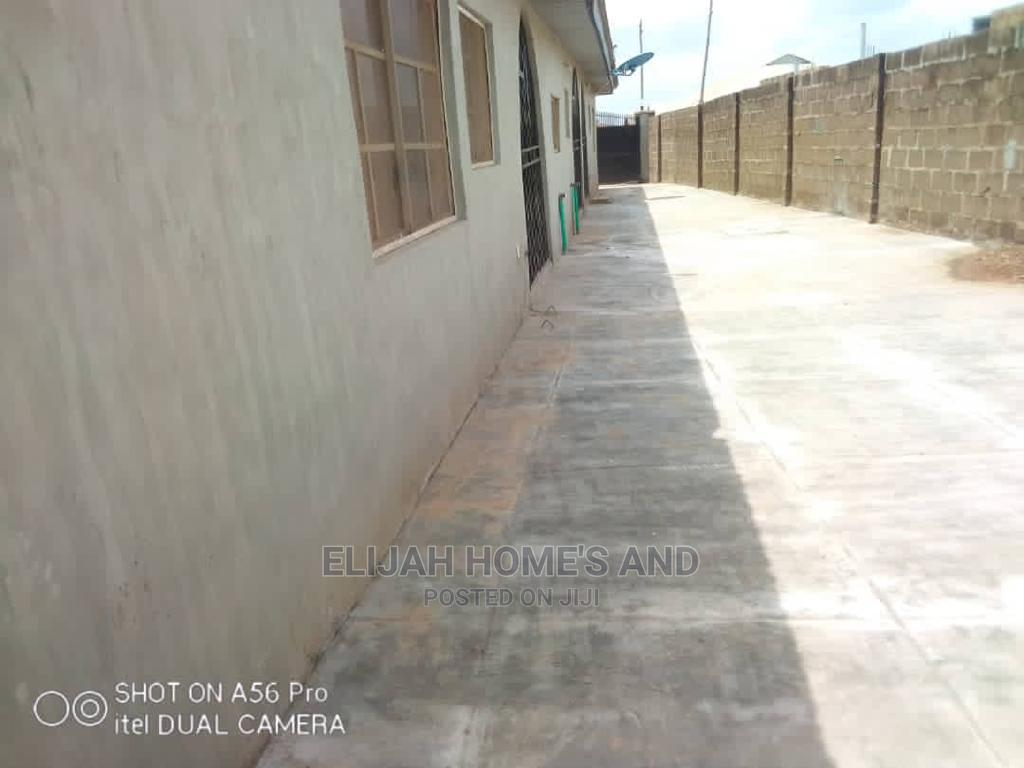 Modern 2bedroom Flat | Houses & Apartments For Rent for sale in Oluyole, Oyo State, Nigeria