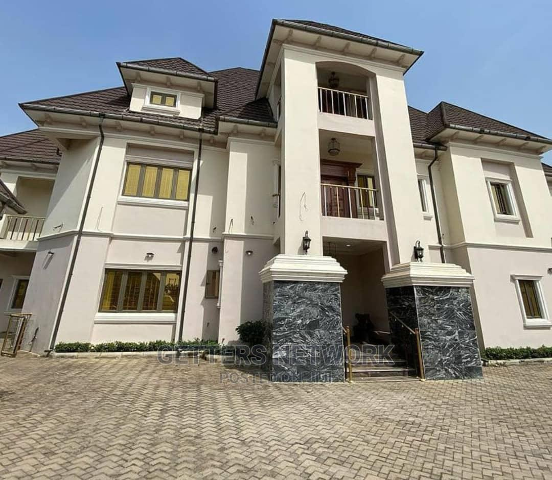 Gwarinpa 7 Bedroom Mansion With Swimming Pool for Sale