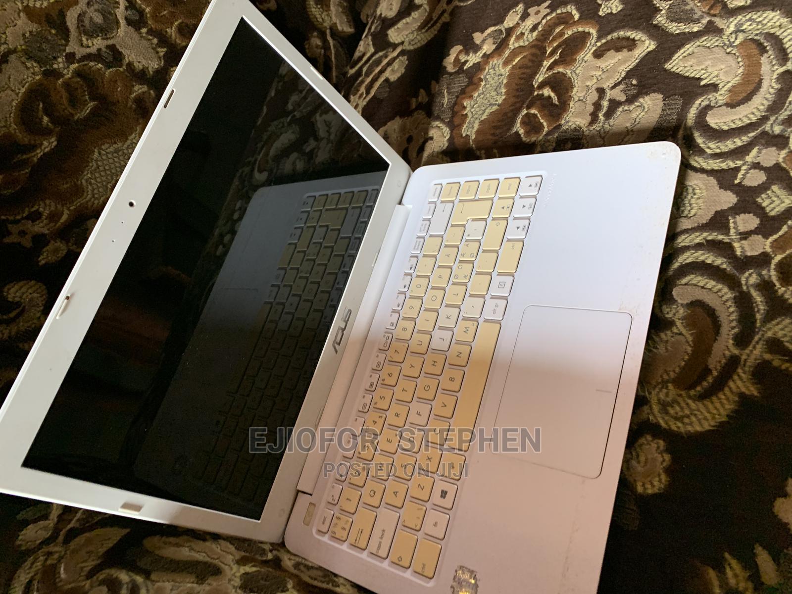 Archive: Laptop Asus U82U 2GB Intel Celeron HDD 32GB