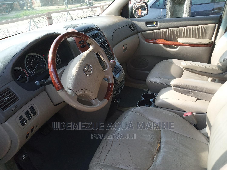 Archive: Toyota Sienna 2005 XLE AWD Gray