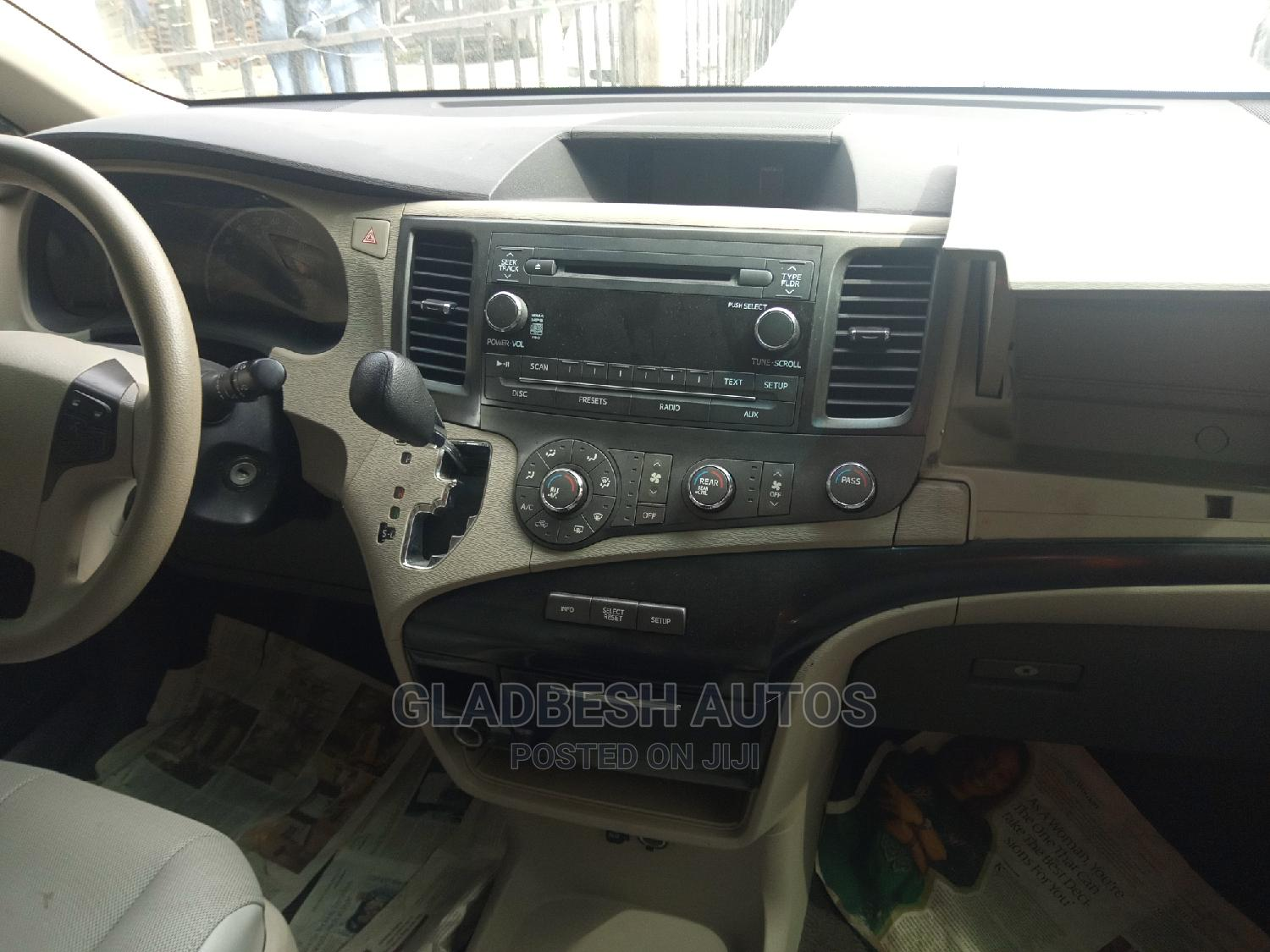 Toyota Sienna 2011 LE 7 Passenger Red | Cars for sale in Lekki, Lagos State, Nigeria