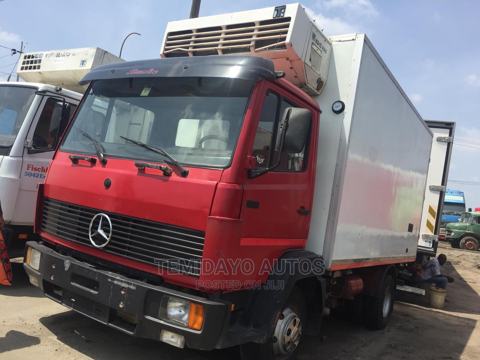814 Mercedes Benz Truck
