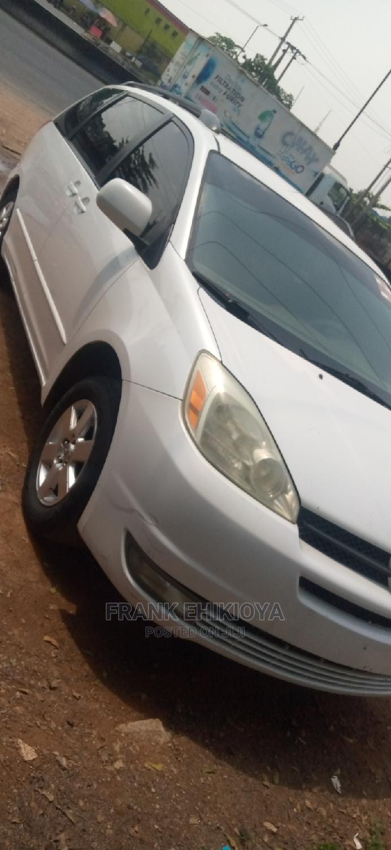 Archive: Toyota Sienna 2004 White