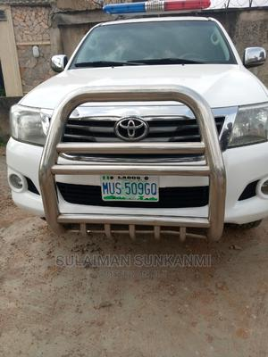 Toyota Hilux 2013 SR 4x4 White | Cars for sale in Lagos State, Alimosho