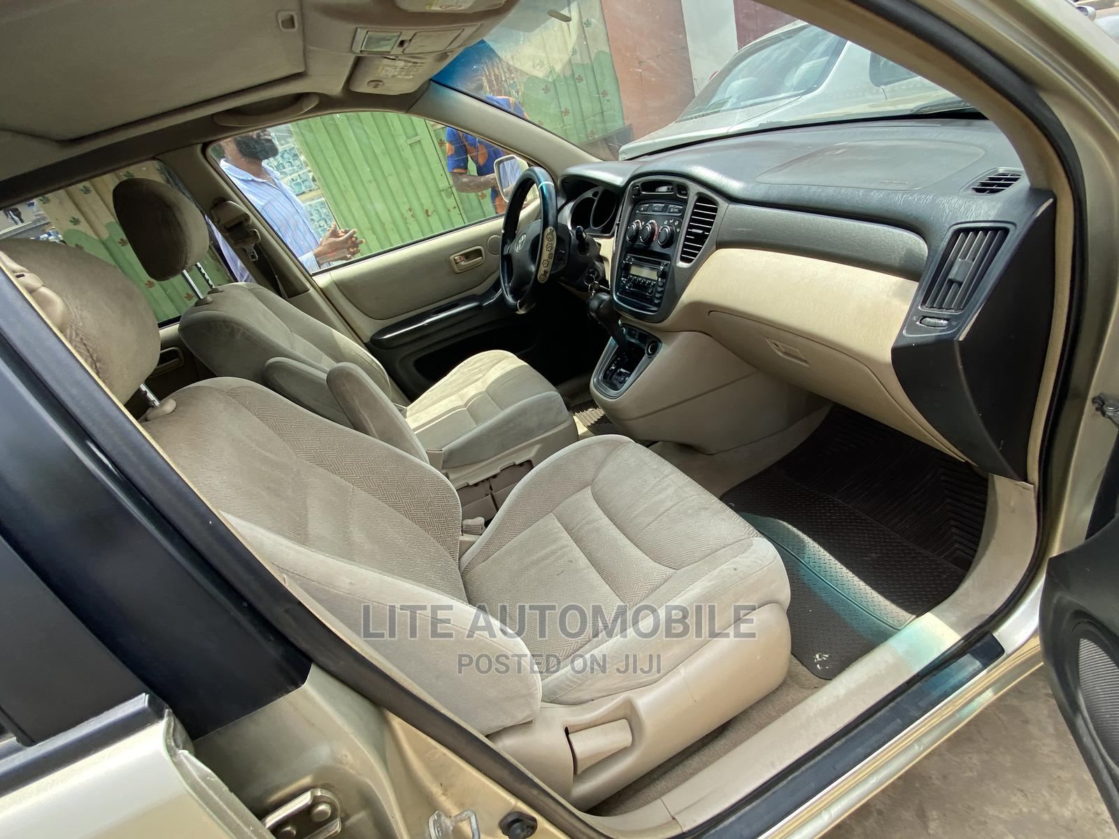Archive: Toyota Highlander 2004 Limited V6 FWD Gold