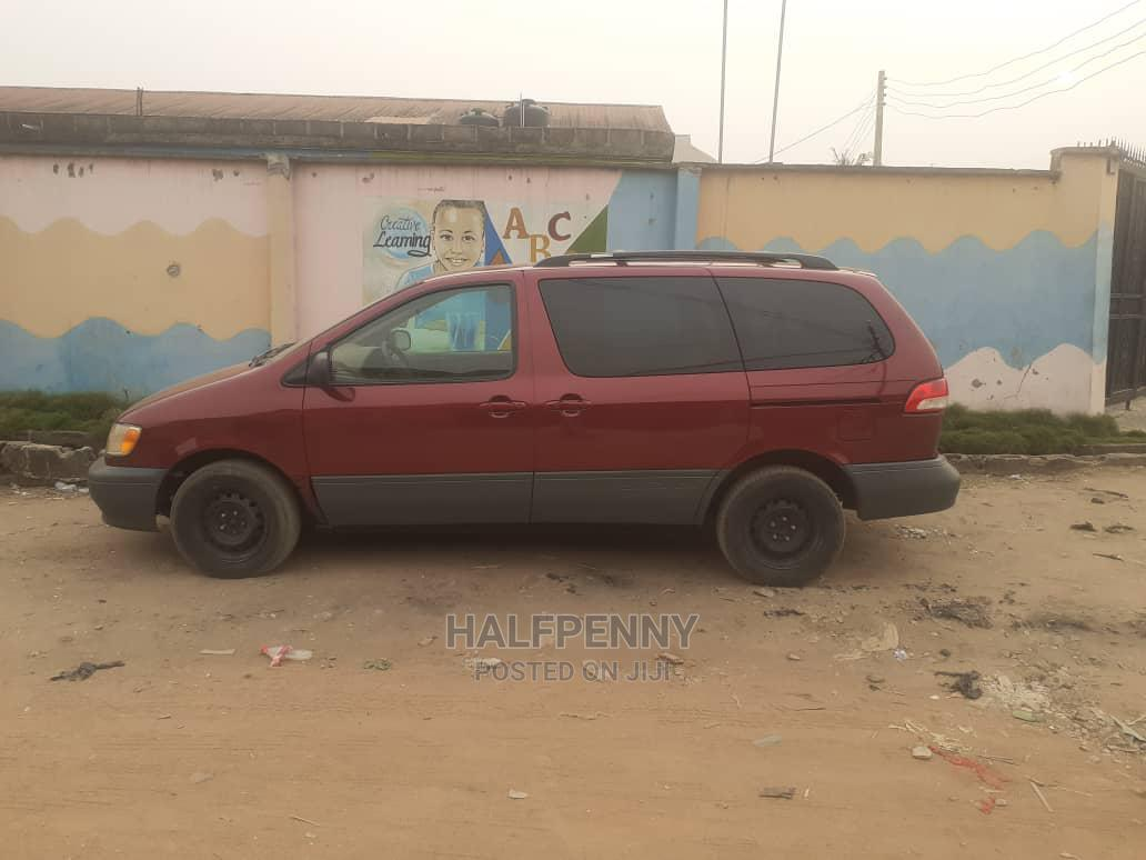 Archive: Toyota Sienna 2002 Red