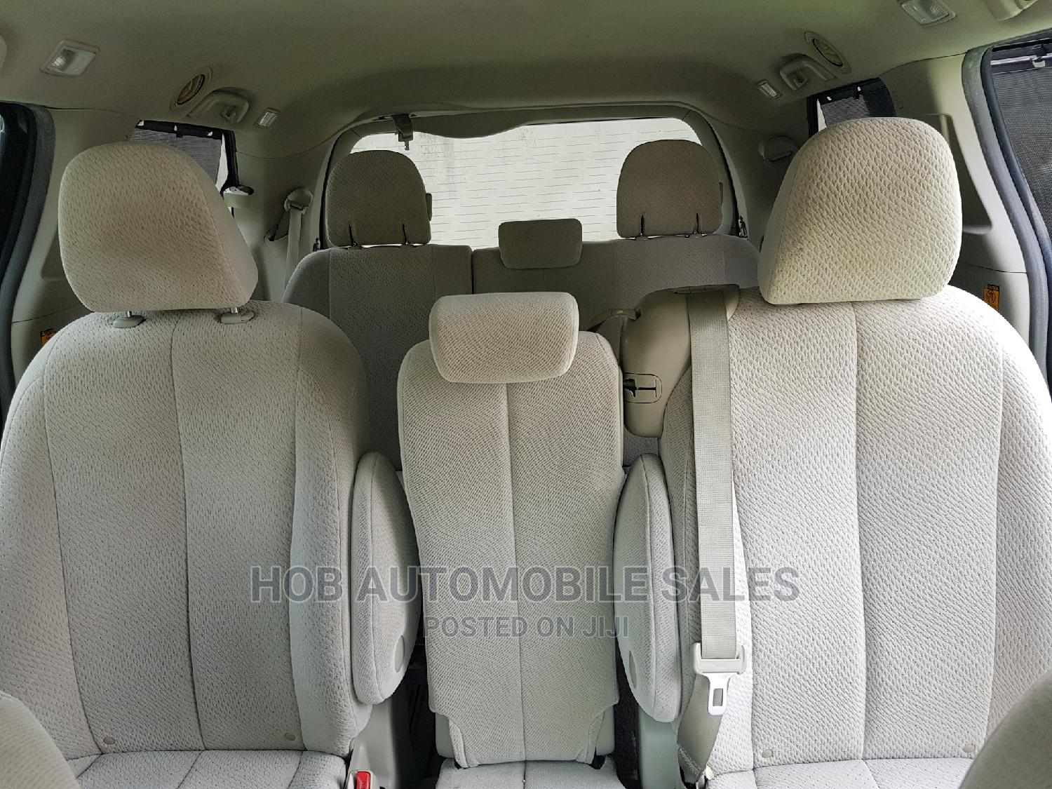 Archive: Toyota Sienna 2012 LE 7 Passenger Green