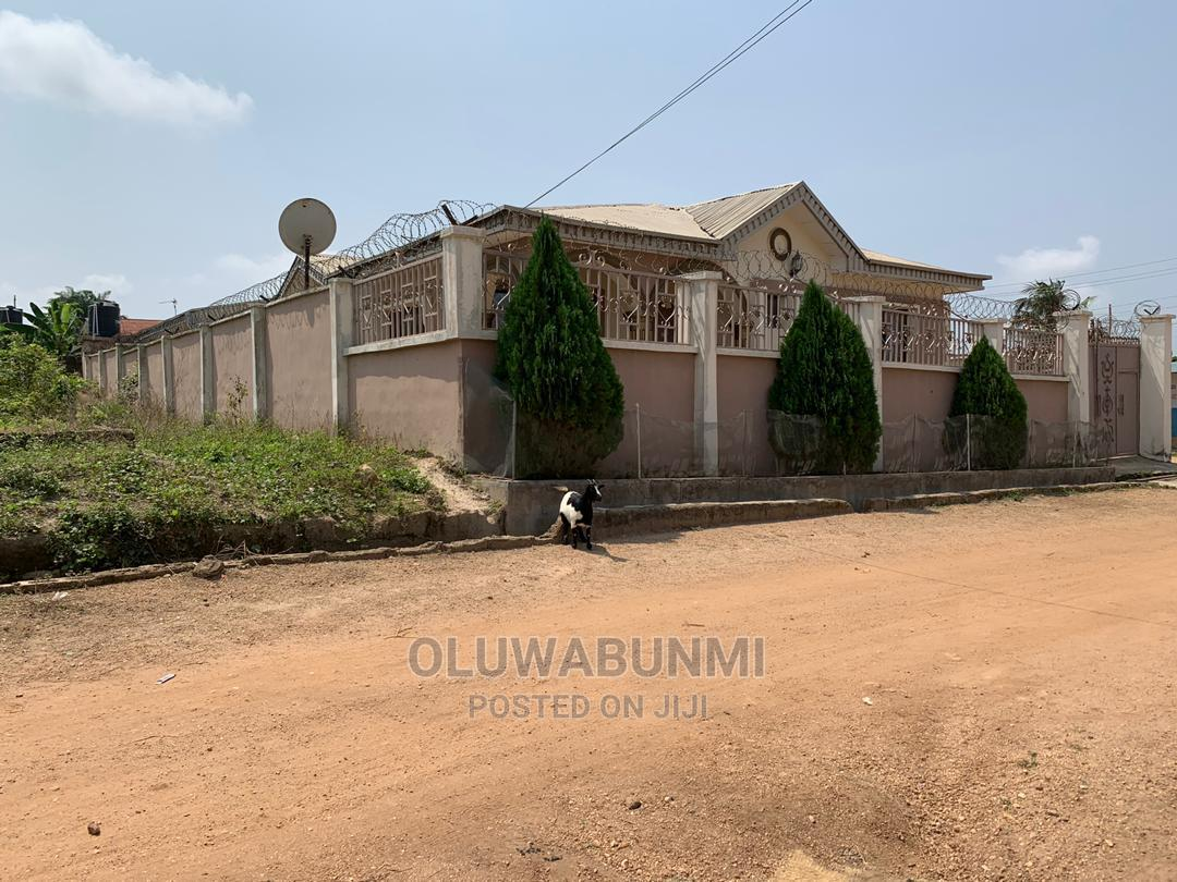 7bdrm Bungalow in Osogbo for Sale