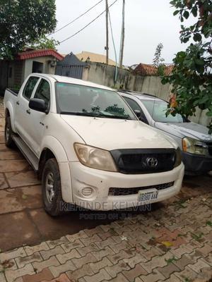 Toyota Hilux 2011 2.7 VVT-i 4X4 SRX White   Cars for sale in Lagos State, Ojodu