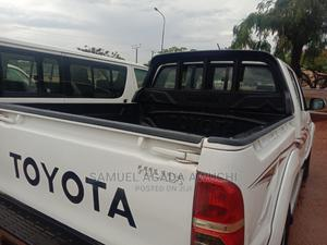 Toyota Hilux 2011 2.0 VVT-i White | Cars for sale in Benue State, Makurdi