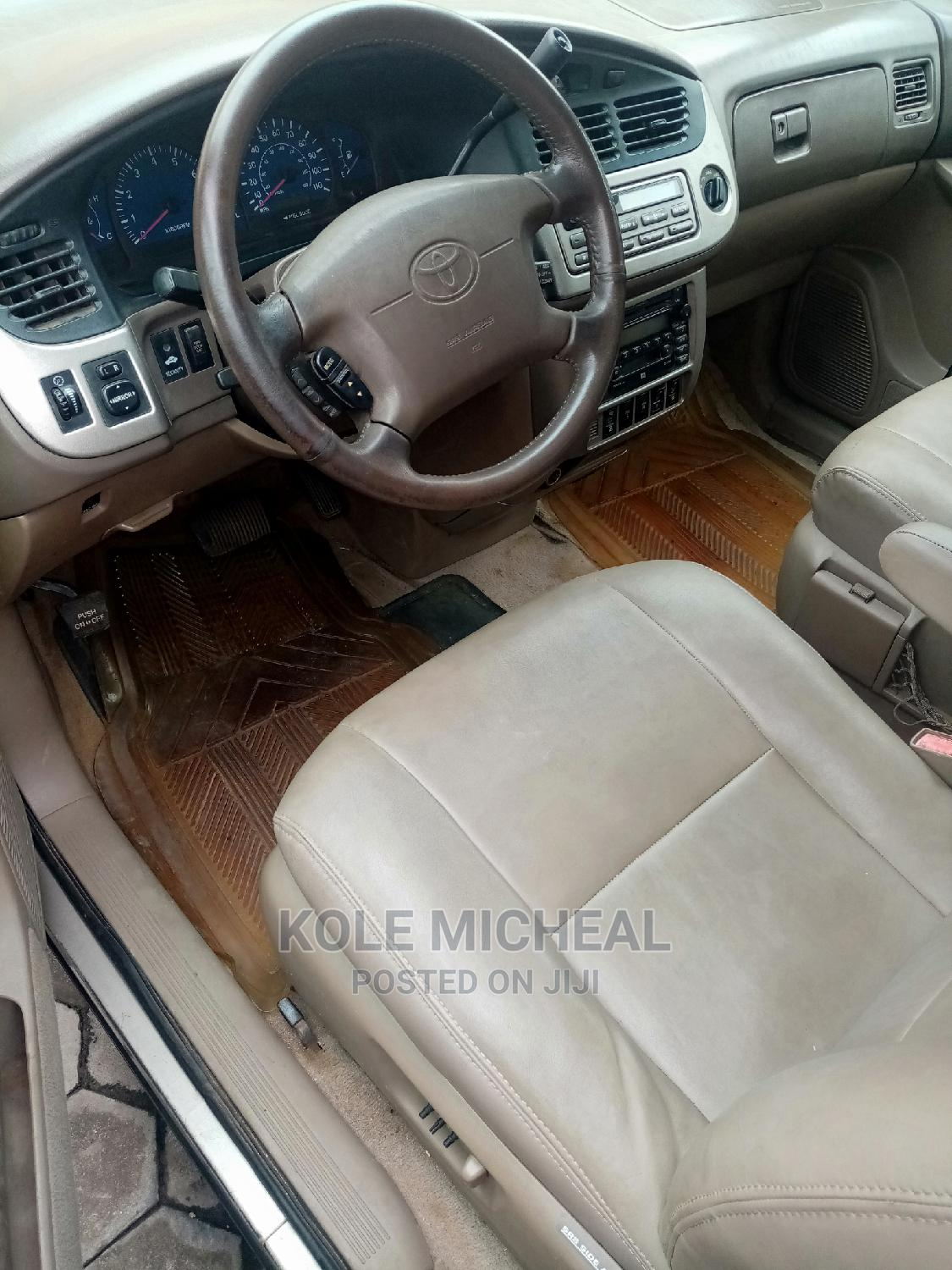 Archive: Toyota Sienna 2002 Gold