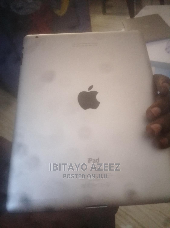 Archive: Apple iPad 2 Wi-Fi + 3G 16 GB Gray