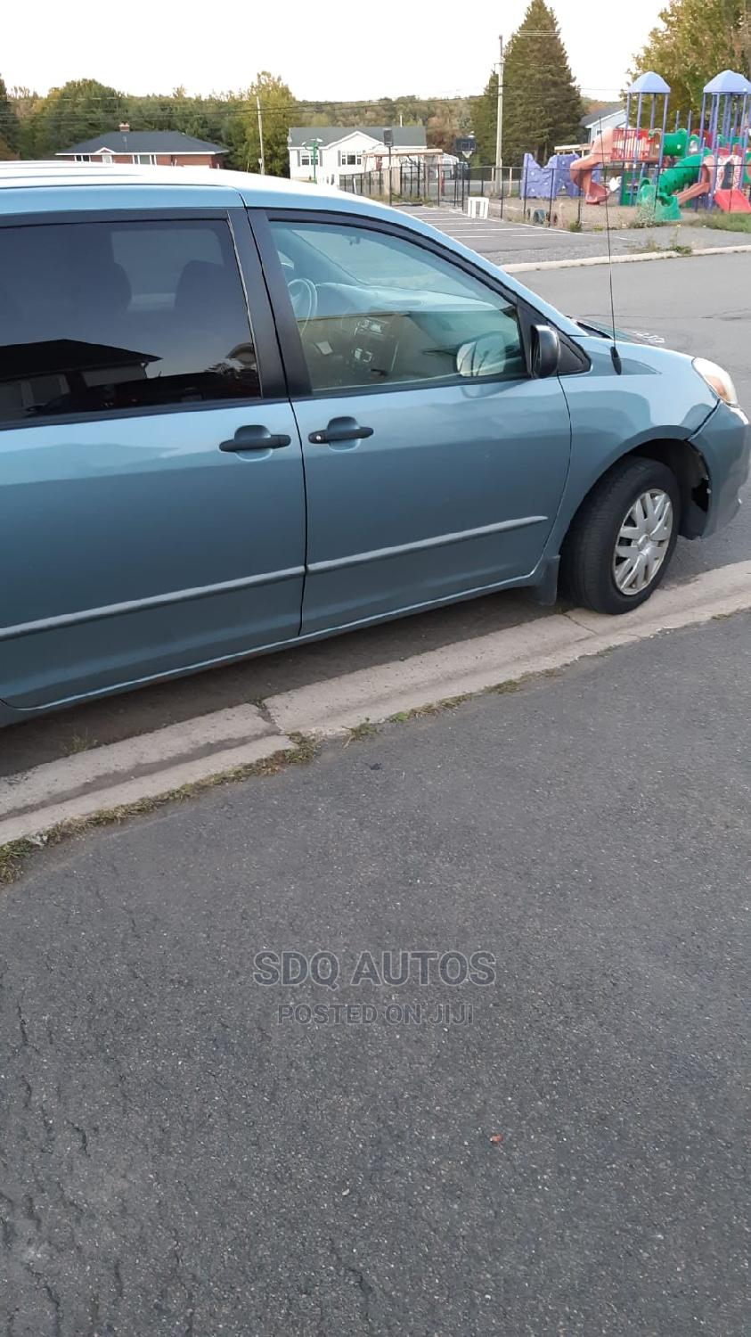 Toyota Sienna 2005 LE AWD Blue | Cars for sale in Abule Egba, Lagos State, Nigeria