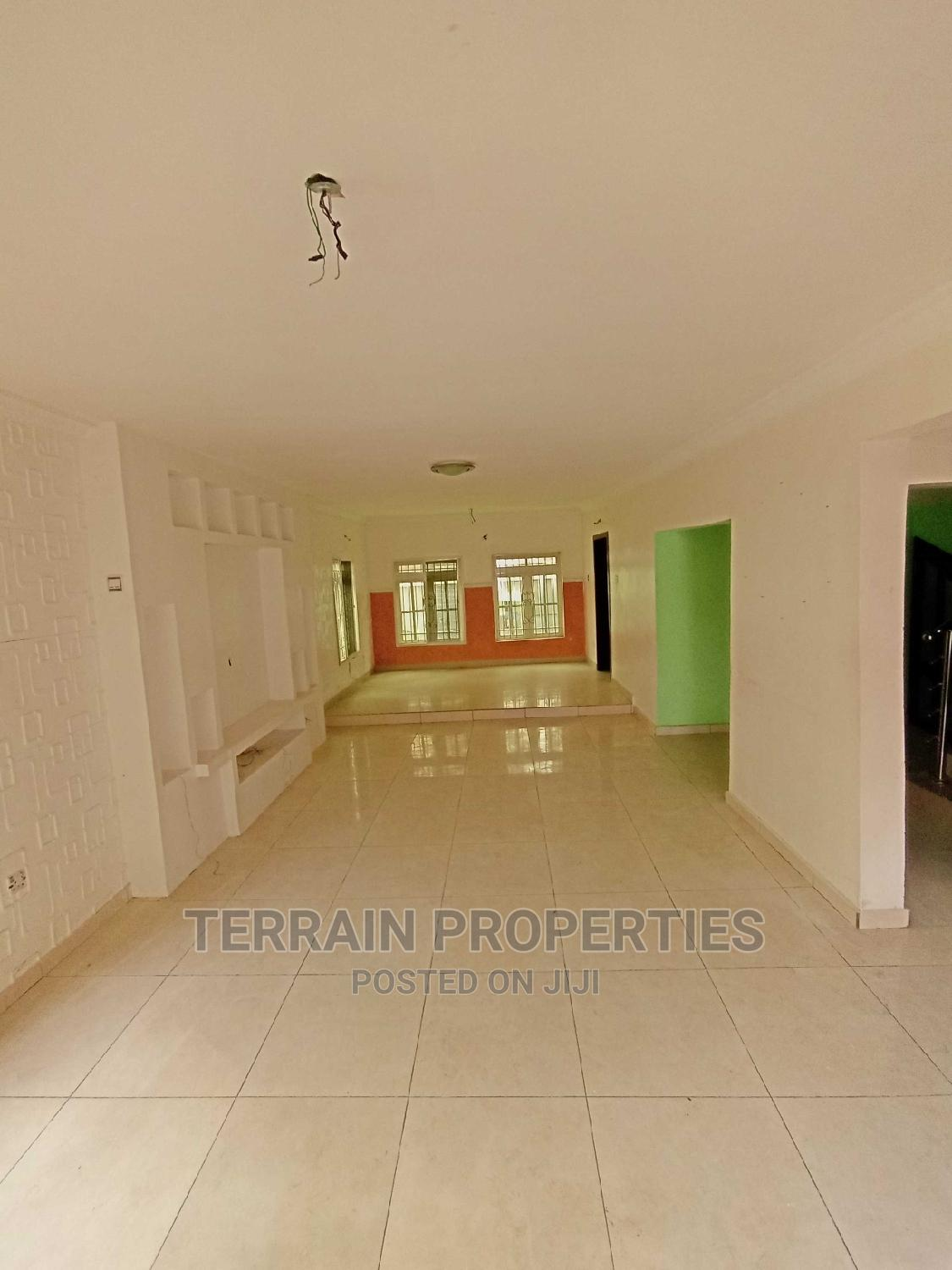 3 Bedroom Terrace With a Very Spacious Compound | Houses & Apartments For Sale for sale in Lekki Phase 1, Lekki, Nigeria