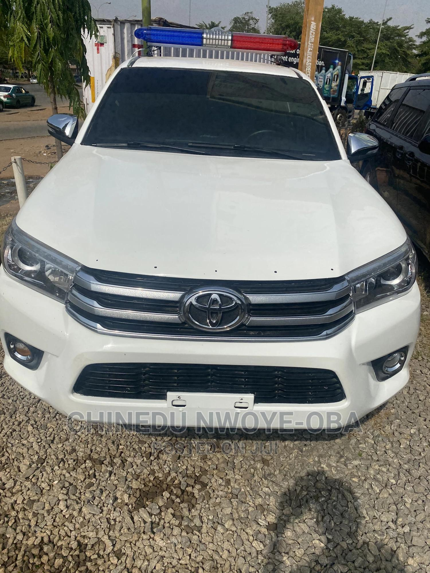 Toyota Hilux 2012 White | Cars for sale in Central Business Dis, Abuja (FCT) State, Nigeria
