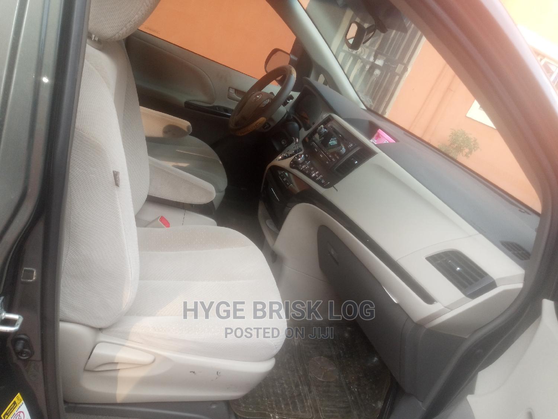 Archive: Toyota Sienna 2013 XLE FWD 8-Passenger Gray