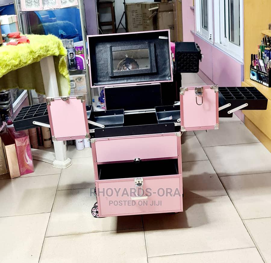 Glamorous Pro Makeup Box Equipped With Mirror