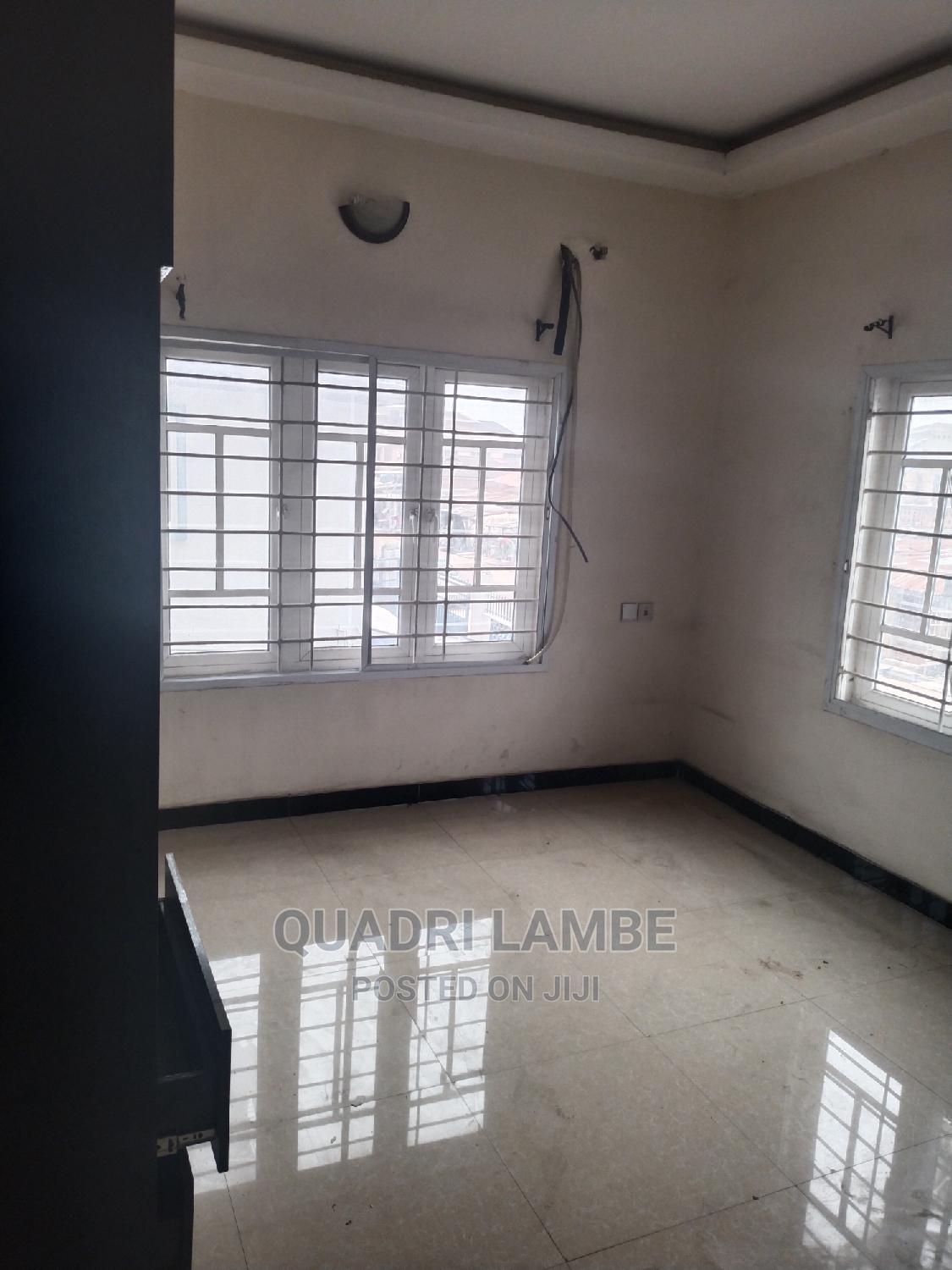 3 Bedroom Flat At   Houses & Apartments For Rent for sale in Ogunlana, Surulere, Nigeria