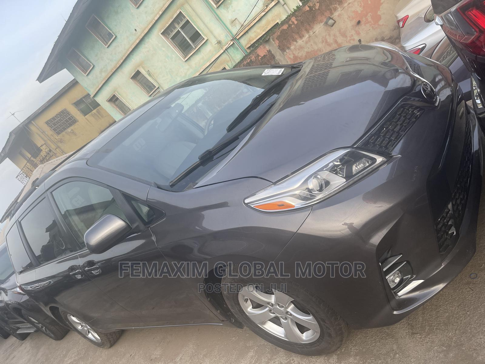Toyota Sienna 2012 XLE 7 Passenger Gray | Cars for sale in Ibadan, Oyo State, Nigeria