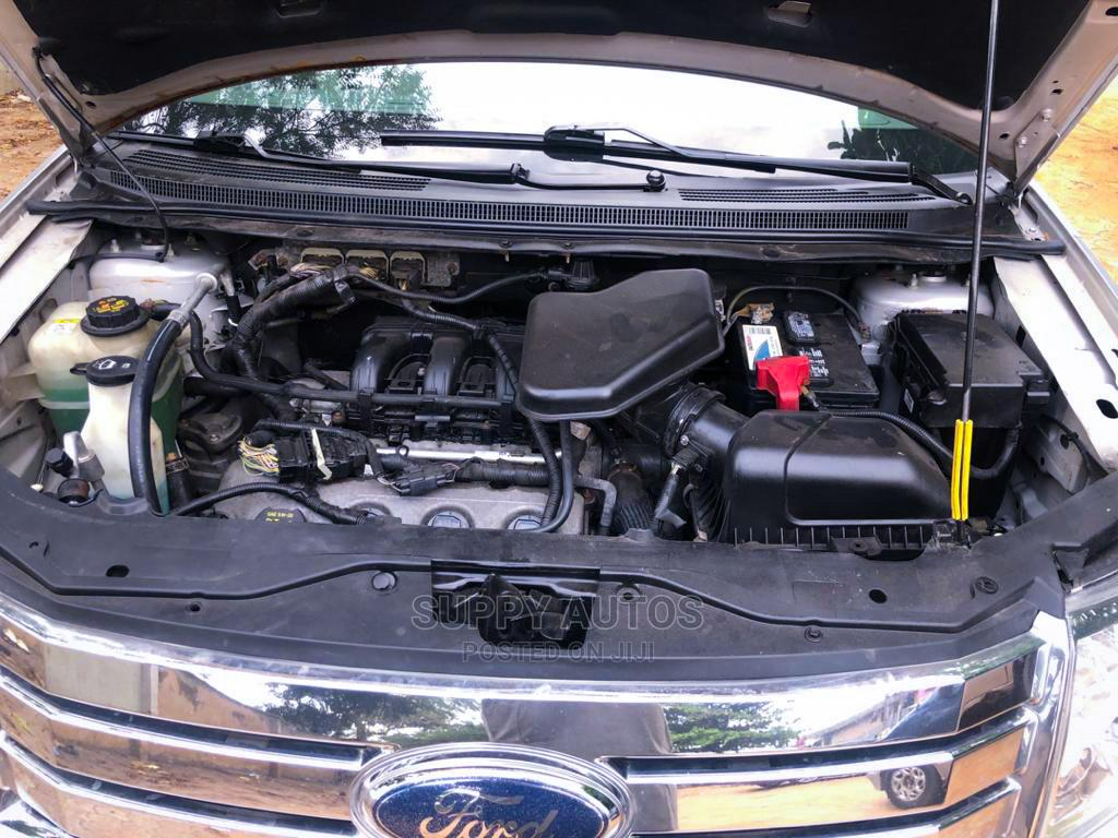 Archive: Ford Edge 2010 Silver