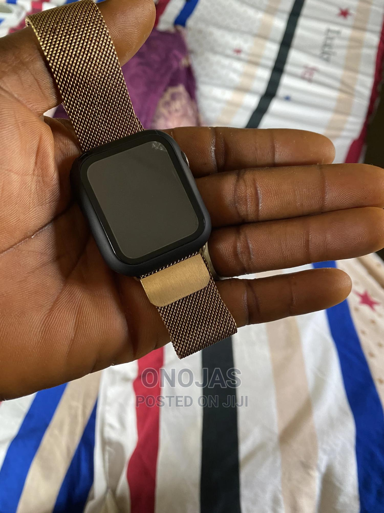 With A Little Crack Apple Watch Series 5 Black 44mm