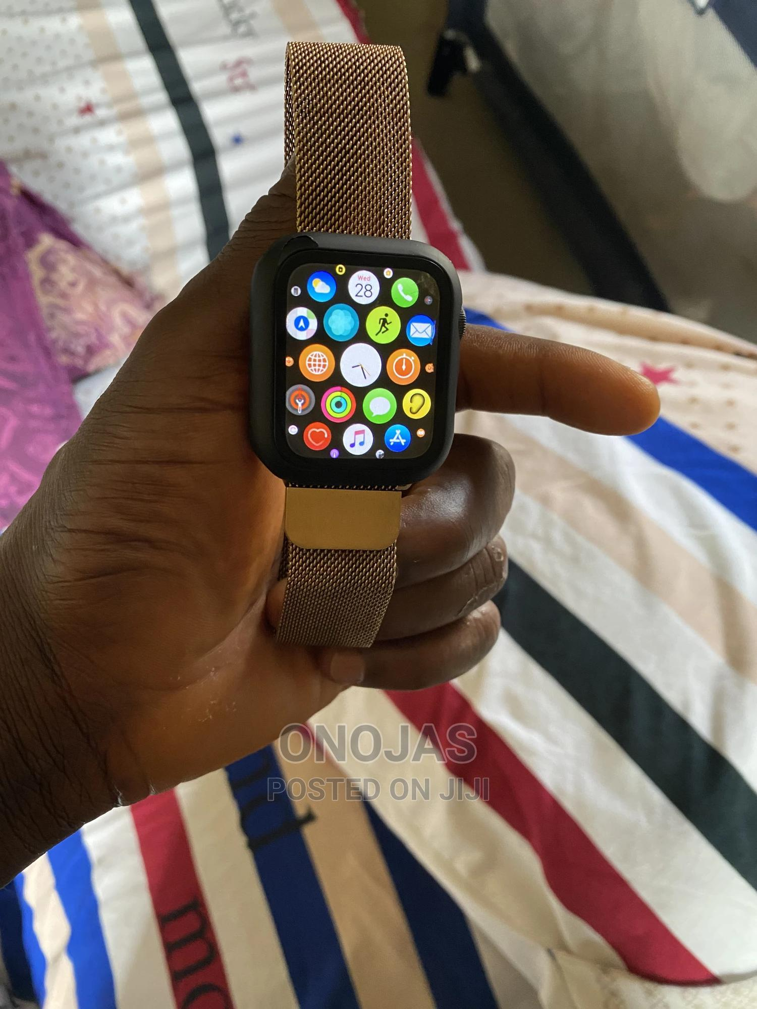 With A Little Crack Apple Watch Series 5 Black 44mm | Smart Watches & Trackers for sale in Wuse 2, Abuja (FCT) State, Nigeria