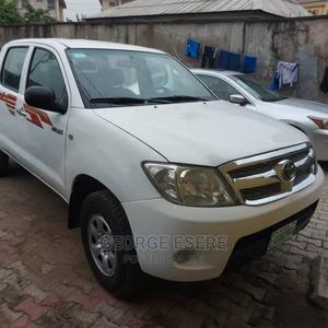 Toyota Hilux 2009 2.0 VVT-i White   Cars for sale in Lagos State, Gbagada