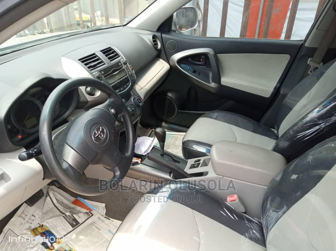 Archive: Toyota RAV4 2010 2.5 Gray