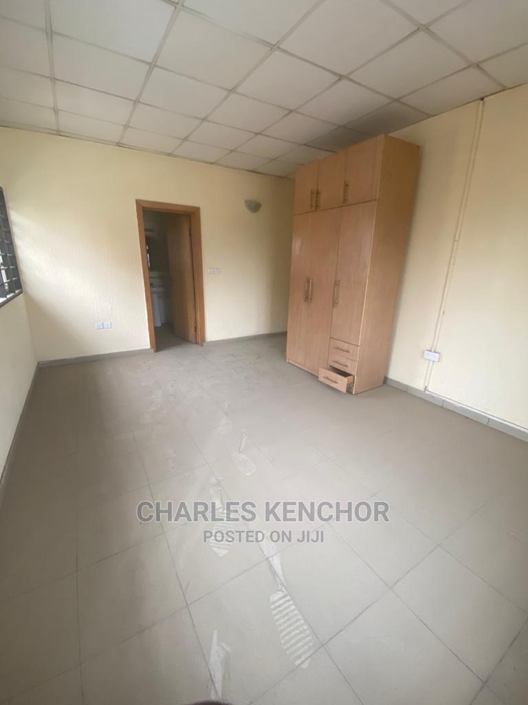 11 Rooms Apartment Good for Guest House /School in Alagomeji | Commercial Property For Sale for sale in Yaba, Lagos State, Nigeria