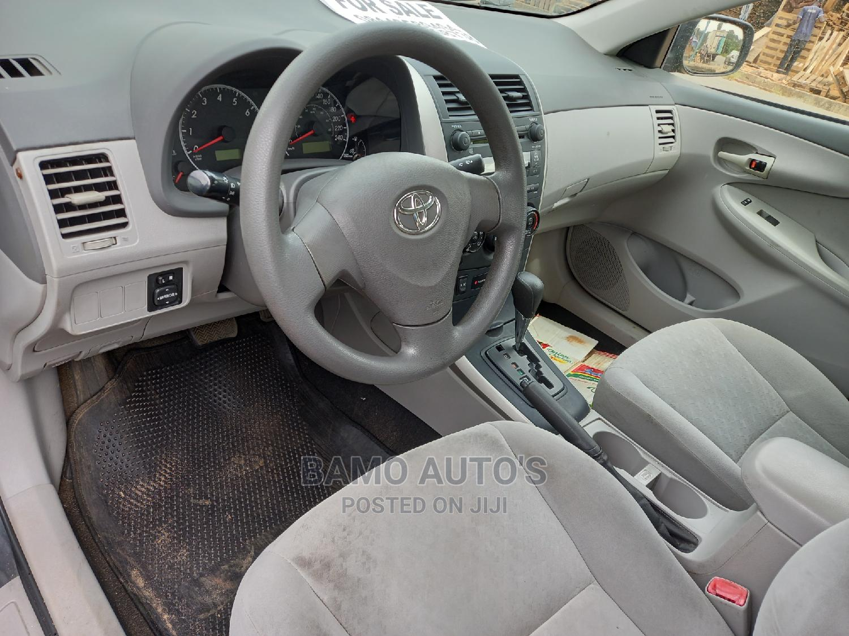 Archive: Toyota Corolla 2009 Gray