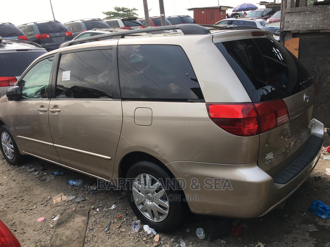 Toyota Sienna 2006 LE AWD Gold   Cars for sale in Apapa, Lagos State, Nigeria
