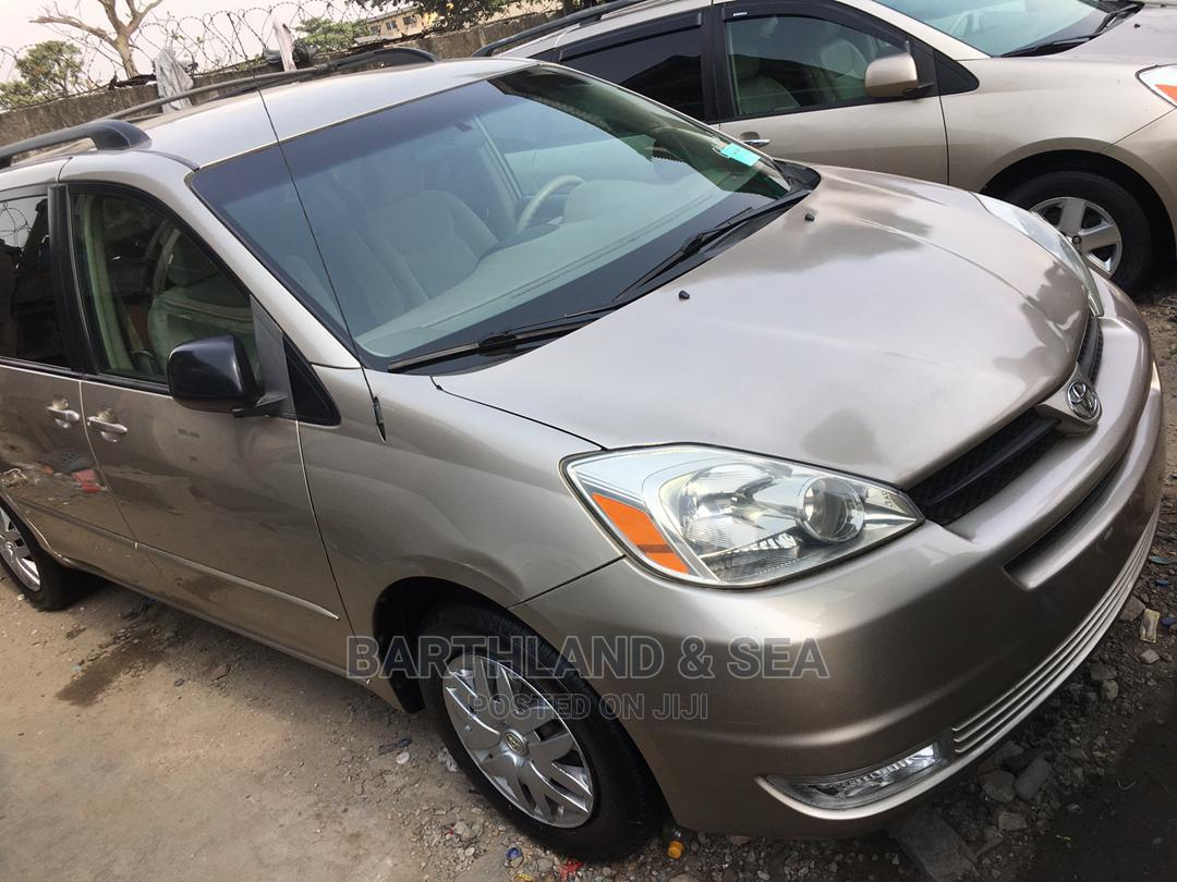 Toyota Sienna 2006 LE AWD Gold