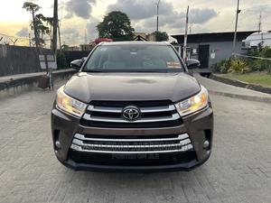 Toyota Highlander 2017 XLE 4x4 V6 (3.5L 6cyl 8A) Brown | Cars for sale in Lagos State, Ikoyi