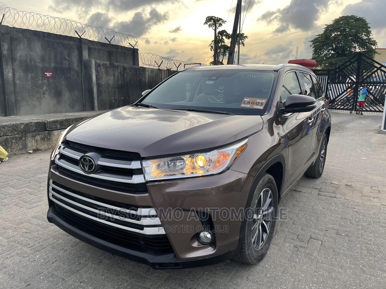 Toyota Highlander 2017 XLE 4x4 V6 (3.5L 6cyl 8A) Brown | Cars for sale in Ikoyi, Lagos State, Nigeria