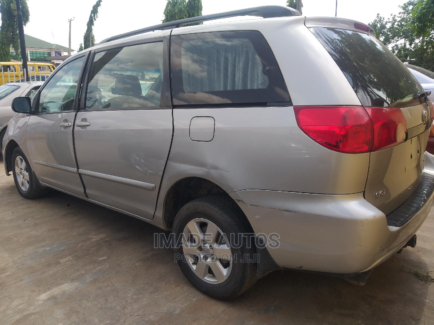 Toyota Sienna 2007 Silver | Cars for sale in Agege, Lagos State, Nigeria