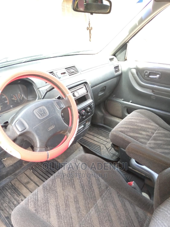 Archive: Honda CR-V 2001 2.0 Automatic Gray