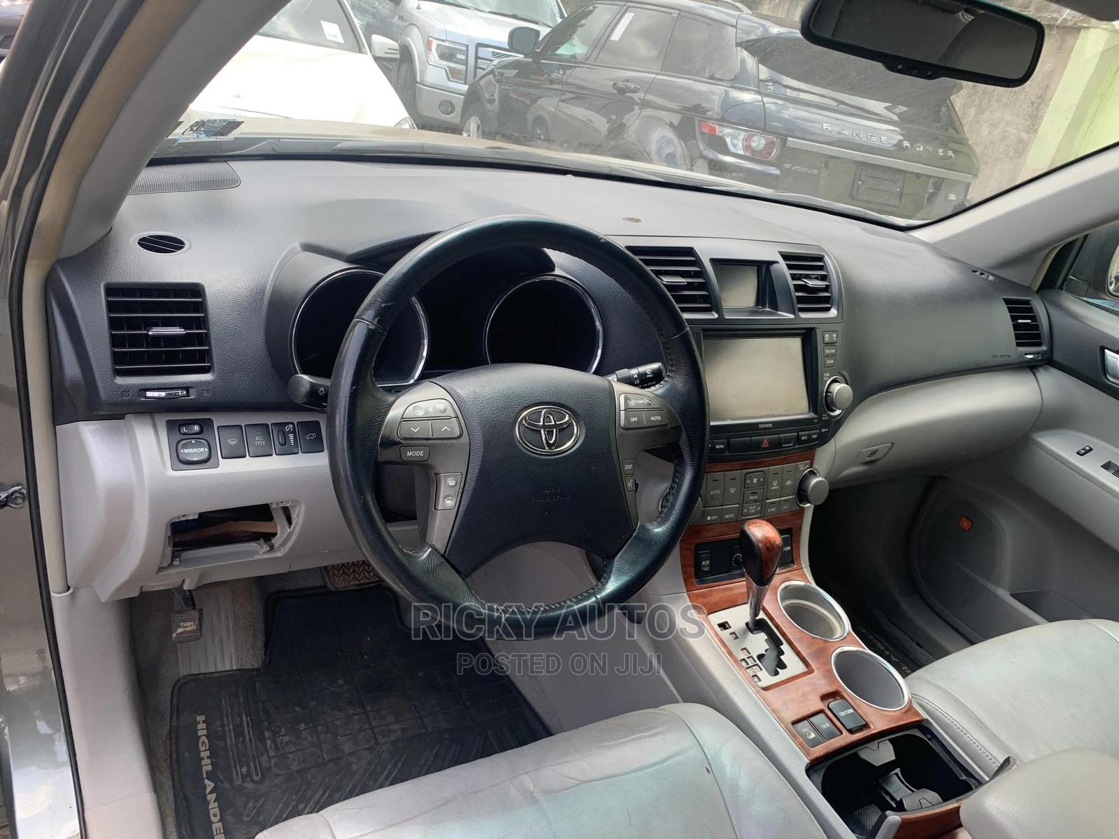Archive: Toyota Highlander 2008 Green