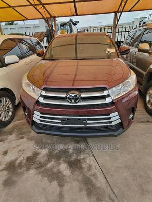 Toyota Highlander 2017 XLE 4x4 V6 (3.5L 6cyl 8A) Red   Cars for sale in Lagos State, Lekki