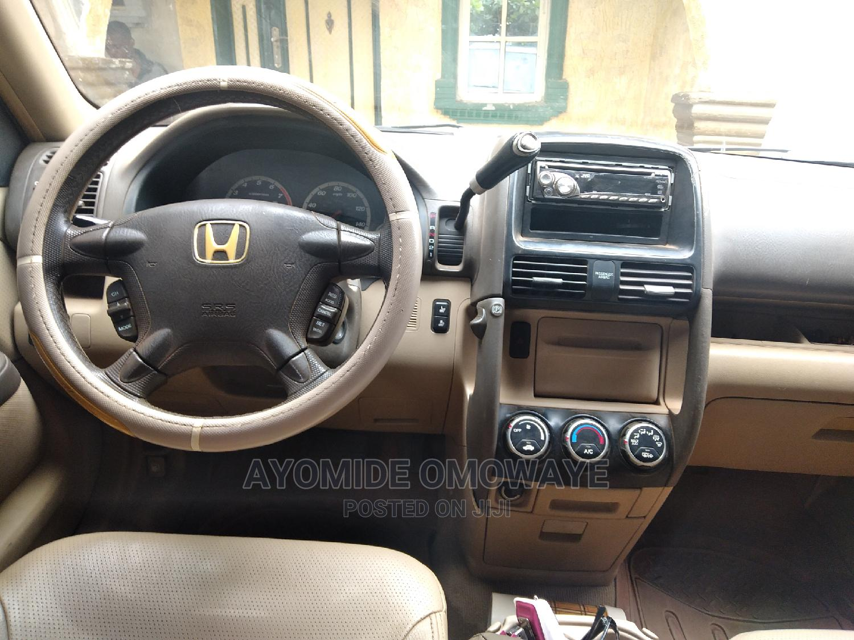 Archive: Honda CR-V 2005 2.0i ES Automatic Gold