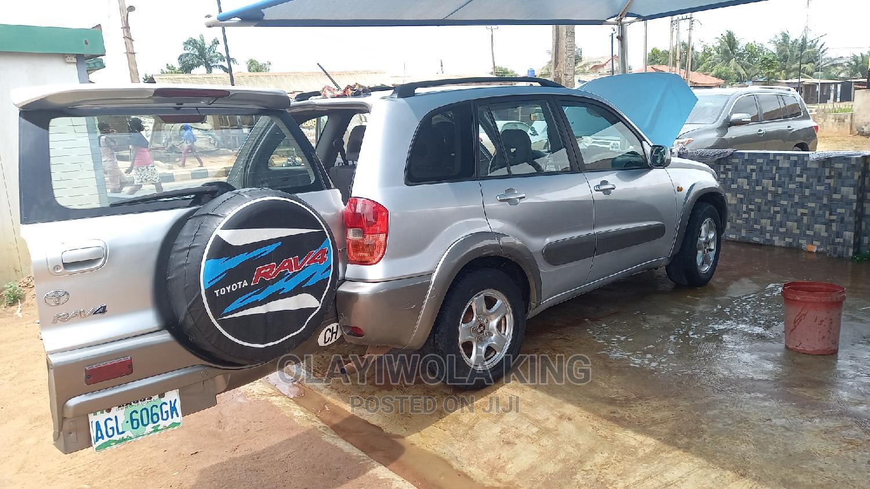 Toyota RAV4 2003 Automatic Silver | Cars for sale in Agbara-Igbesan, Lagos State, Nigeria